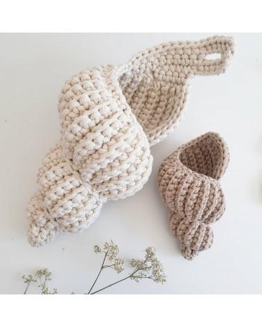 coquillage long en crochet crème