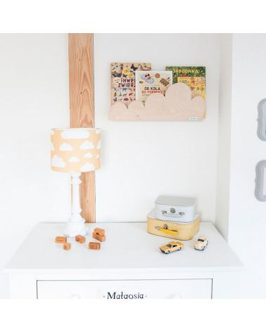 étagère bois naturel avec lampe