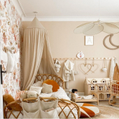 Magnifique chambre pleine de poésie chez  @jaleemom :-) Je suis fan et vous ?  Papier peint fleurs d'automne, cygne à suspendre blanc cassé, coquillage rond à suspendre et coussin coquillages sont à retrouver sur petitbison :-)   #kidsroom #babyroom #decorationinterieur #decorforkids #kidsdecor #decochambrebebe #chambrebebe #chambreenfant #chambrebebefille #papierpeint #papierpeintenfant #fleurs #futuremaman #nature #decomurale #bebe #papierpeintbebe #dekornik #petibisonboutique #naturel #chambrebébé #coquillage #cygne #supciodesign #moimili #lovemedecoration #decointerieur