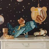 Cette magnifique veilleuse nous fait voyager !  Ce petit ourson dans son avion vintage a envie de s'envoler vers le ciel plein d'étoiles :-) Papier peint enfant est un modèle univers  Photo : @thebirthoflove #kidsroom #babyroom #decorationinterieur #decorforkids #kidsdecor #decochambrebebe #decoenfant #chambreenfant #chambrebebe #lampeenfant #veilleuse #lampebebe #bebe #cadeaunaissance #cadeaudenaissance #futuremaman #petitbisonboutique #littlelights #bois #avion #lampe #instadeco #cadeau