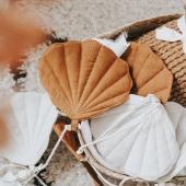 Une jolie guirlande coquillage pour décorer la chambre de votre enfant :)   Photo : @lamaisondejenn   #kidsroom #babyroom #decorationinterieur #decorforkids #kidsdecor #decochambrebebe #chambrebebe #chambreenfant #chambrebébé  #futuremaman #nature #decomurale #bebe #guirlande #deco #lin #coquillages