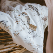 Parure de lit enfant avec imprimé oiseaux sur ciel blanc gris.  Elle est disponible en taille de 100 cm x 135 cm. Parfaite pour un lit junior :-)  Disponible sur petitbison.fr :-)    #decochambrebebe #chambrebebe #chambreenfant #chambrebebefille #oiseaux #futuremaman #nature  #bebe #dekornik #petibisonboutique #romantique #oiseaux #chambre #paruredelit #parureenfant #lit