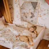 Un de vos motifs préférés : Floral Vintage :-)  Le papier peint et la jolie parure de lit avec le même motif sont à retrouver sur petitbison.fr :-)  Photo :@danusiowo   #kidsroom #babyroom #decorationinterieur #decorforkids #kidsdecor #decochambrebebe #chambrebebe #chambreenfant #chambrebebefille #papierpeint #papierpeintenfant #fleurs #futuremaman #nature #decomurale #bebe #papierpeintbebe #dekornik #petibisonboutique #romantique #chambre #lingebebe