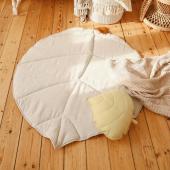 Tapis de jeu en lin et coton couleur sable. A compléter par un joli coussin feuille couleur miel :-)  Disponibles sur petitbison.fr :-)  #bébé2021 #chambrebebe #chambreenfant #futuremaman #nature #bebe #lin #petibisonboutique #coussin #feuille #cadeaunaissance #moimili #chambrebébé #decointerieur #tapisdejeux #tapisenfant #chambre #kidsroom