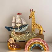 La veilleuse baleine bateau est de retour en stock depuis peu :-) Vous êtes très nombreuses à aimer ces jolies veilleuses  Little lights. C'est une bonne occasion d'en profiter avant la nouvelle grille tarifaire du fournisseur qui entrera en vigueur au 1er juin.  Belle soirée !    #kidsroom #babyroom #decorationinterieur #decorforkids #kidsdecor #decochambrebebe #decoenfant #chambreenfant #chambrebebe #lampeenfant #veilleuse  #lampebebe #bebe #cadeaunaissance #cadeaudenaissance #futuremaman #petitbisonboutique #littlelights #bois #lampe #instadeco #bébé2021