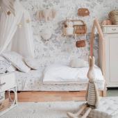 Cette chambre est un enchantement, un magnifique univers créé par @see_by_kloe.  La papier peint Animaux de la forêt en noir et blanc, les petites veilleuses arc en ciel en bois naturel, le coussin coquillage sable, le pouf de sol en lin et la cigogne en lin, tout est à trouver sur petitbison.fr :-)  Belle soirée :-)   #decochambrebebe #decoenfant #chambreenfant #chambrebebe #lampeenfant #decomurale #bebe #papierpeintbebe #dekornik #petitbisonboutique #zanabymama #futuremaman #lin #naturel #decointerieur