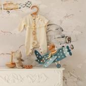 Voilà une petite nouveauté pour tous les amoureux d'aventures ! Cette veilleuse avion vintage avec son ourson pilote vient d'atterrir sur notre site :-)  Modèle de papier peint : avions  Photo : @thebirthoflove #kidsroom #babyroom #decorationinterieur #decorforkids #kidsdecor #decochambrebebe #chambrebebe #chambreenfant  #papierpeint #papierpeintenfant #avion #futuremaman #nature #decomurale #bebe #papierpeintbebe #dekornik #petibisonboutique #veilleuse #veilleusebébé #avion #garçon #chambre
