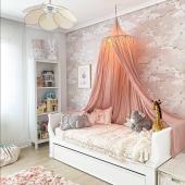 Voilà une petite chambre de princesse :-) Le papier peint cygnes est maintenant disponible en version fond rose :-)  Photo : @pasdebasque_   #kidsroom #babyroom #decorationinterieur #decorforkids #kidsdecor #decochambrebebe #chambrebebe #chambreenfant #chambrebebefille #papierpeint #papierpeintenfant #decointerieur #futuremaman #nature #decomurale #bebe #papierpeintbebe #dekornik #petibisonboutique #cygnes #oiseaux #chambrebébé