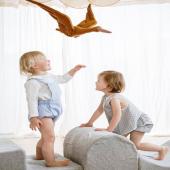 Merci @laralutzphotography pour cette magnifique photo :-)  Le parcours de motricité vient de @monti.family   Le cigogne en lin est disponible en ligne en trois jolis coloris : caramel, beige et rose poudré :-)  Stylisme : @alizee.clement   #kidsroom #babyroom #decorationinterieur #decorforkids #kidsdecor #decochambrebebe #chambrebebe #chambreenfant #lovemedecoration #bebe  #petibisonboutique  #oiseau #déco #lin #cigogne