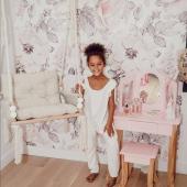 Dans la jolie chambre de Jade chez @mrscazade ! Papier peint : Jardin rose :-)   #kidsroom #babyroom #decorationinterieur #decorforkids #kidsdecor #decochambrebebe #chambrebebe #chambreenfant #chambrebebefille #papierpeint #papierpeintenfant #fleurs #futuremaman #nature #decomurale #bebe #papierpeintbebe #dekornik #petibisonboutique #romantique #rose #chambrebébé #décointerieur