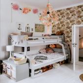 Incroyable chambre d'enfant décorée avec le papier peint Sieste des animaux. Vous y trouverez aussi deux veilleuses biche et renard et une lampe à poser grise à pois :-) Tout est à retrouver sur petitbison.fr :-)  Photo : @ms_baika  #kidsroom #babyroom #decorationinterieur #decorforkids #kidsdecor #decochambrebebe #chambrebebe #chambreenfant #chambrebebefille #papierpeint #papierpeintenfant #nature #futuremaman #foret #decomurale #bebe #papierpeintbebe #dekornik #petibisonboutique #littlelights #veilleuse #renard #biche #lampeenfant
