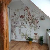 Papier peint Animaux de la Savane :-) Disponible sur petitbison.fr :-) La version visible sur la photo est large de 200 centimètres.   Photo : @milena.michalska  #kidsroom #babyroom #decorationinterieur #decorforkids #kidsdecor #decochambrebebe #chambrebebe #chambreenfant #chambrebebefille #papierpeint #papierpeintenfant  #futuremaman #nature #decomurale #bebe #papierpeintbebe #dekornik #petibisonboutique #savane #jungle #chambre #chambrebébé