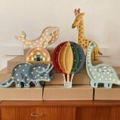 Adorables veilleuses en bois Little Lights :-) Vous trouverez un large choix de ces jolies lampes sur notre site petit bison :-)  Girafe, tricératops, mini veilleuse arc en ciel pastel, baleine blanche sont disponibles en ligne !   Photo: @little_lights_ #kidsroom #babyroom #decorationinterieur #decorforkids #kidsdecor #decochambrebebe #decoenfant #chambreenfant #chambrebebe #lampeenfant #veilleuse #girafe #baleine #lampebebe #bebe #cadeaunaissance #cadeaudenaissance #futuremaman #petitbisonboutique #littlelights #bois  #lampe #instadeco #chambrebébé #rever